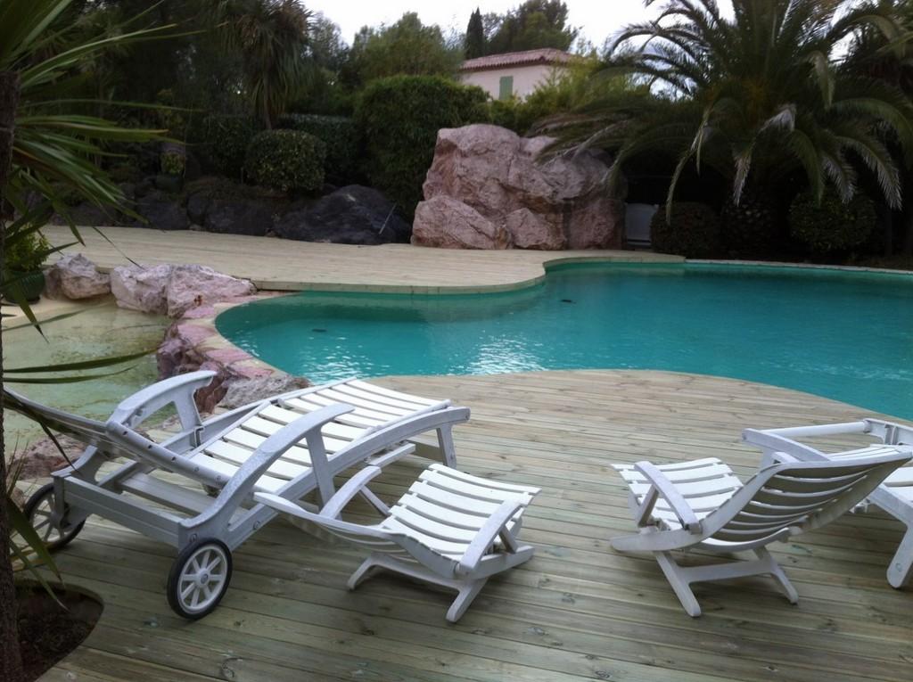 terrasse piscine en pin autoclav avec contre marche int rieur saint raphael var 83. Black Bedroom Furniture Sets. Home Design Ideas