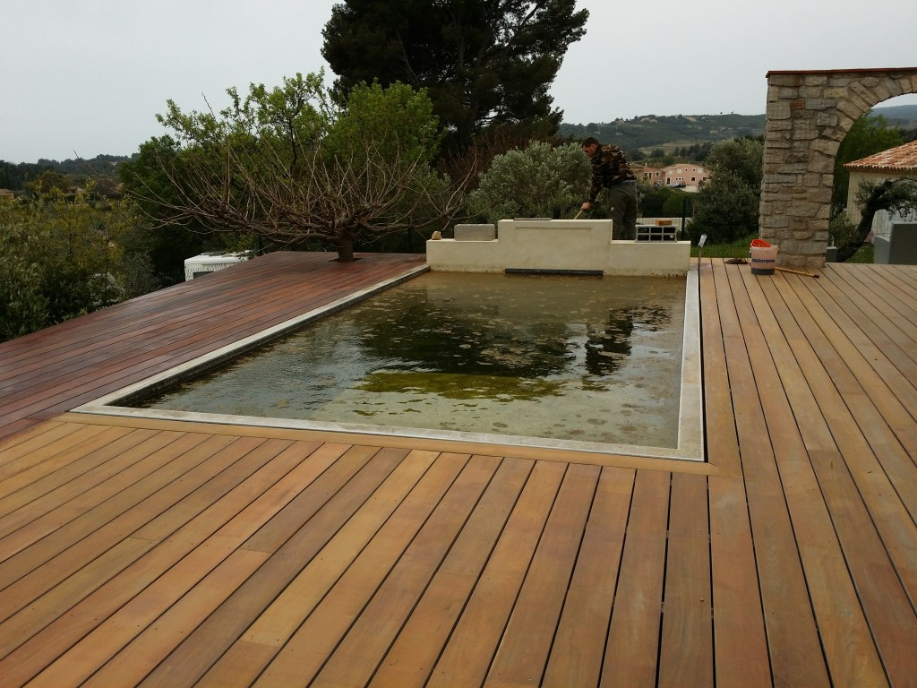 terrasse de piscine en ip bandol var 83. Black Bedroom Furniture Sets. Home Design Ideas