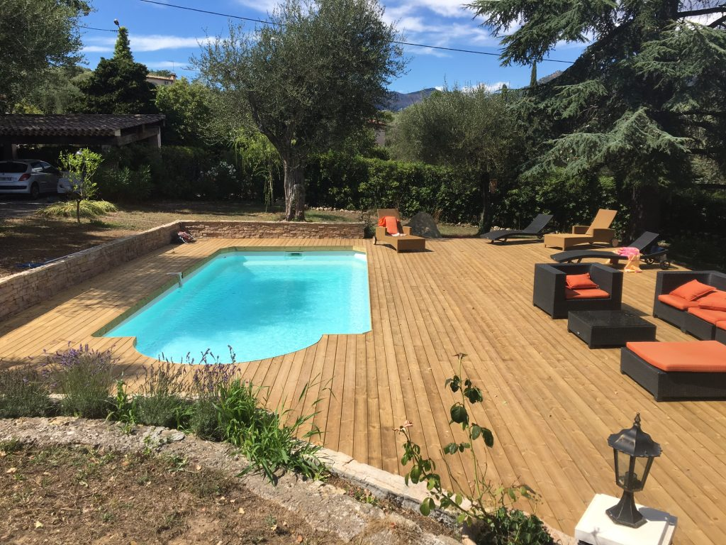 Terrasses piscines lin a design decolin a design deco for Piscine coque alpes maritimes